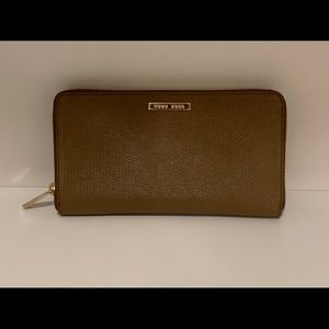 Hugo Boss Womens Travel Wallet w/ removable Mini